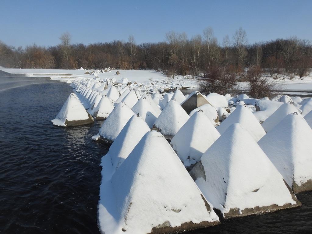 Бетонные пирамидки