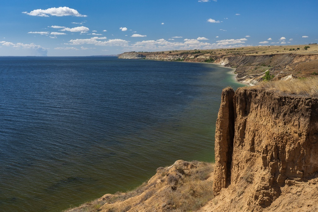 Волга и берег глины