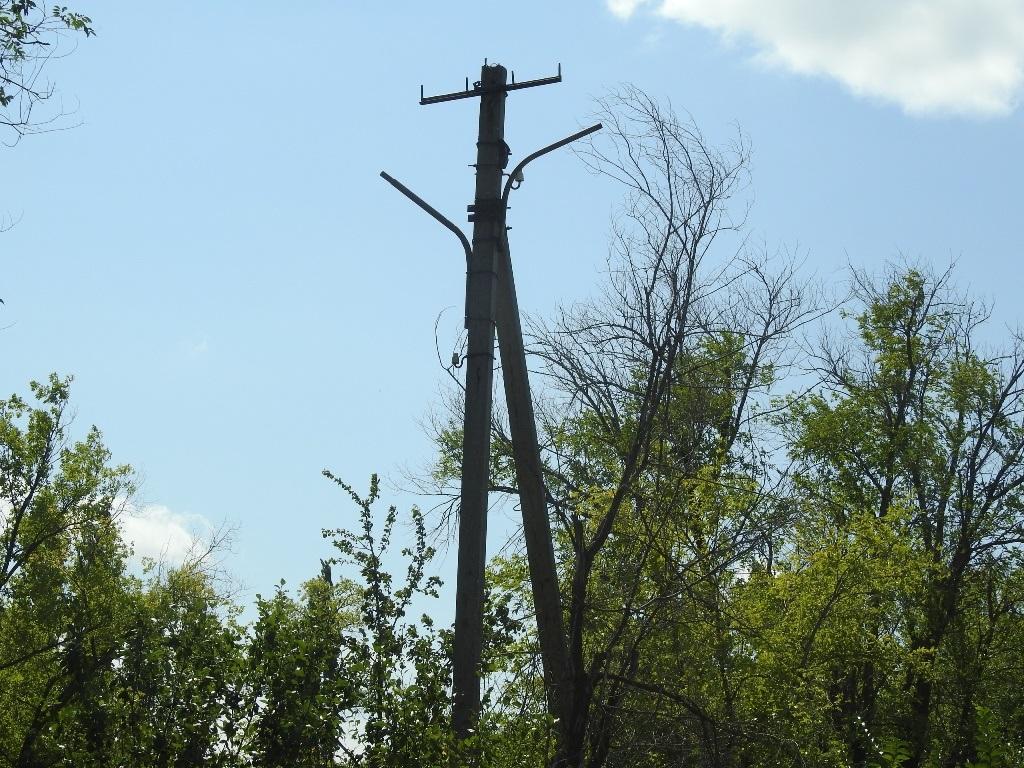 Заброшенный столб электропередачи