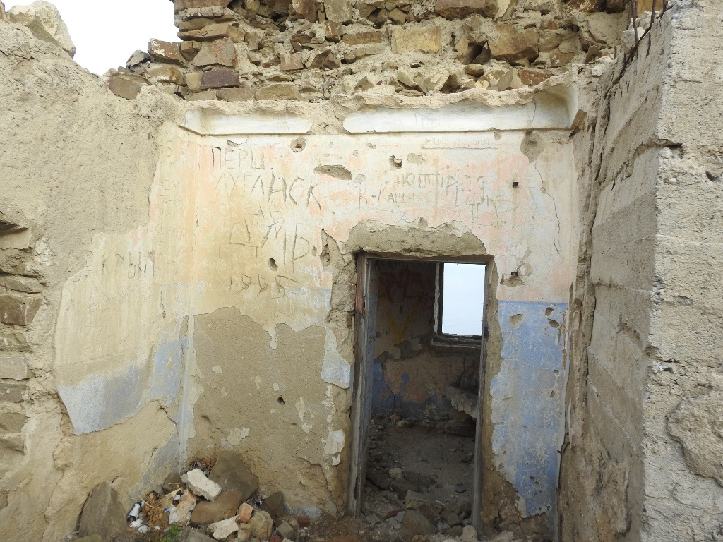 Руины радиорубки Побережье полуострова Меганом