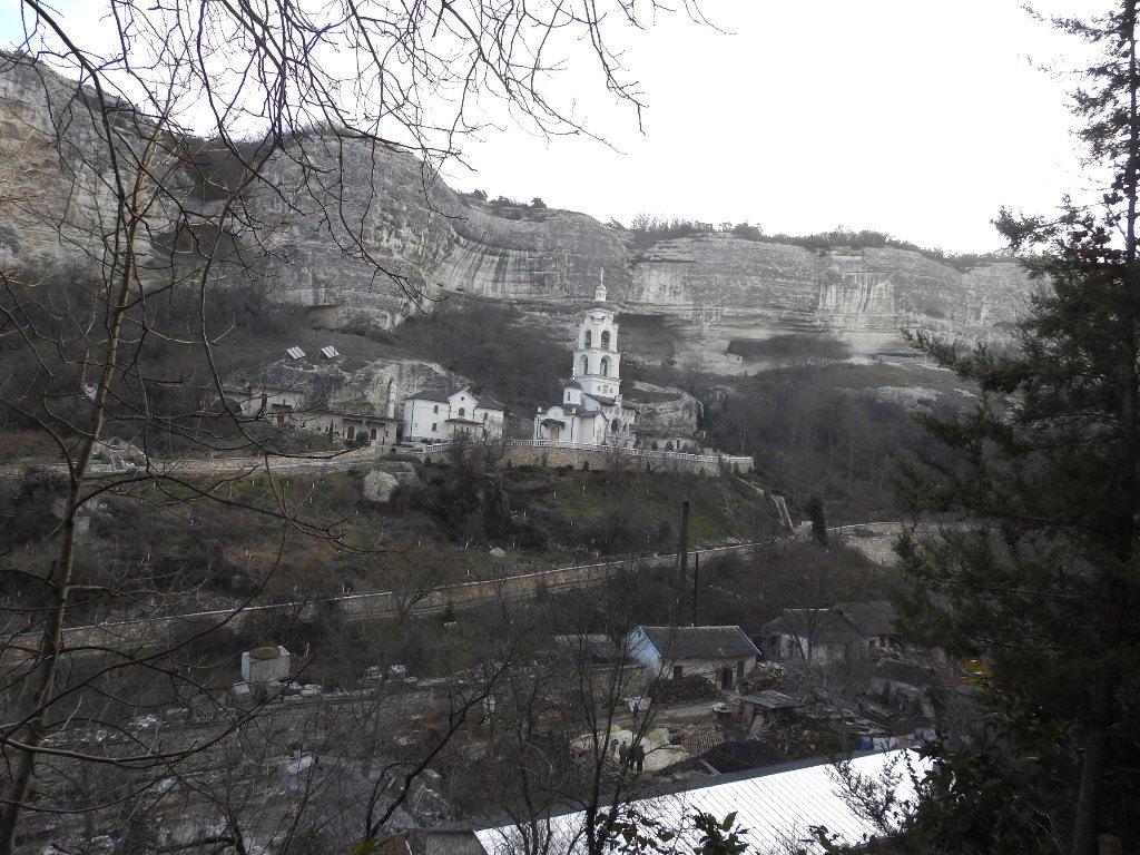 Колокольня у скал Бахчисарая