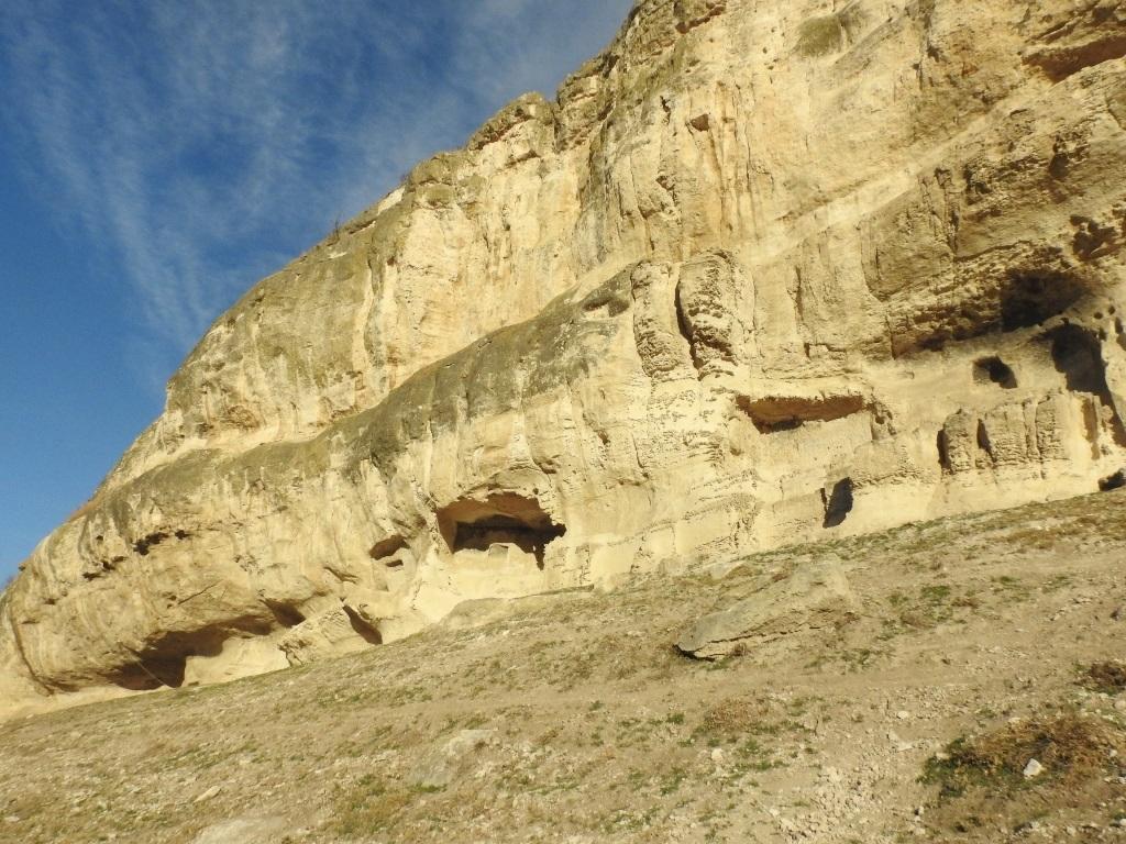 Низовые пещеры Чуфут-Кале