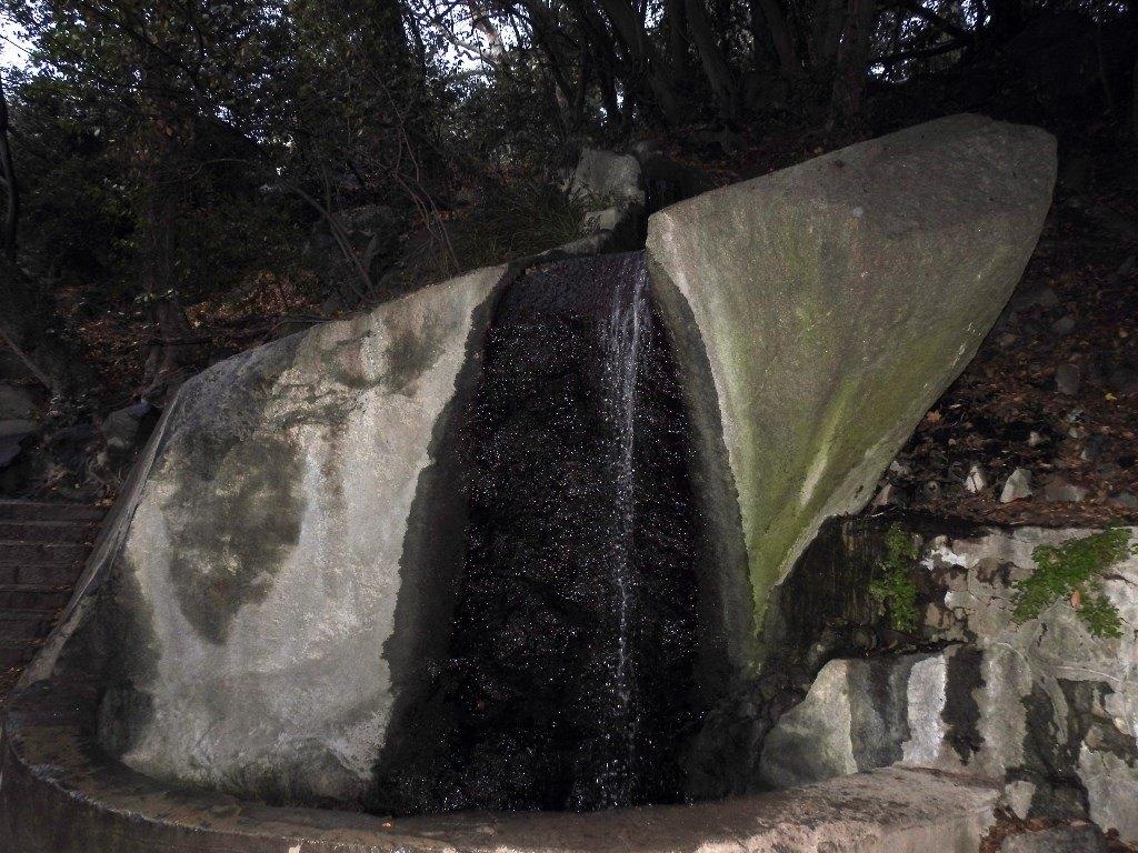 Водопад в Воронцовском парке