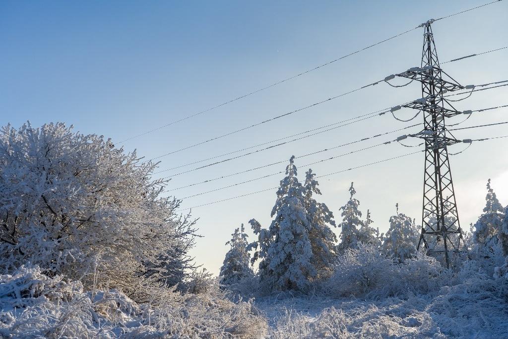 ЛЭП в снегу