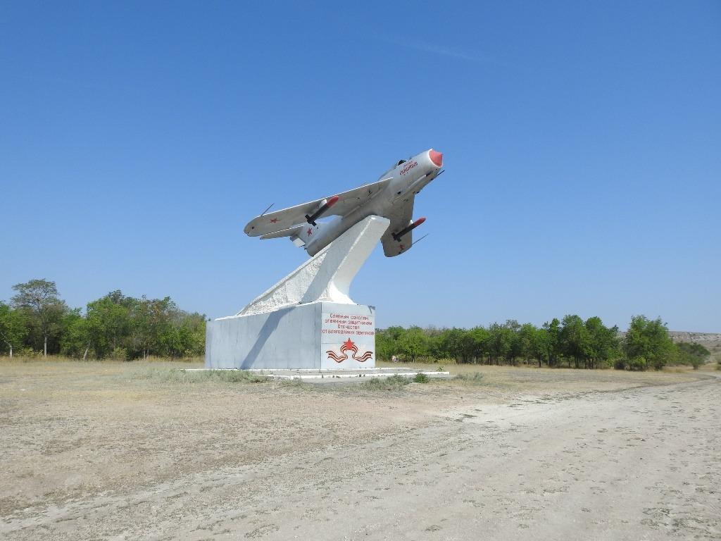 Памятник-самолет Скоморохова