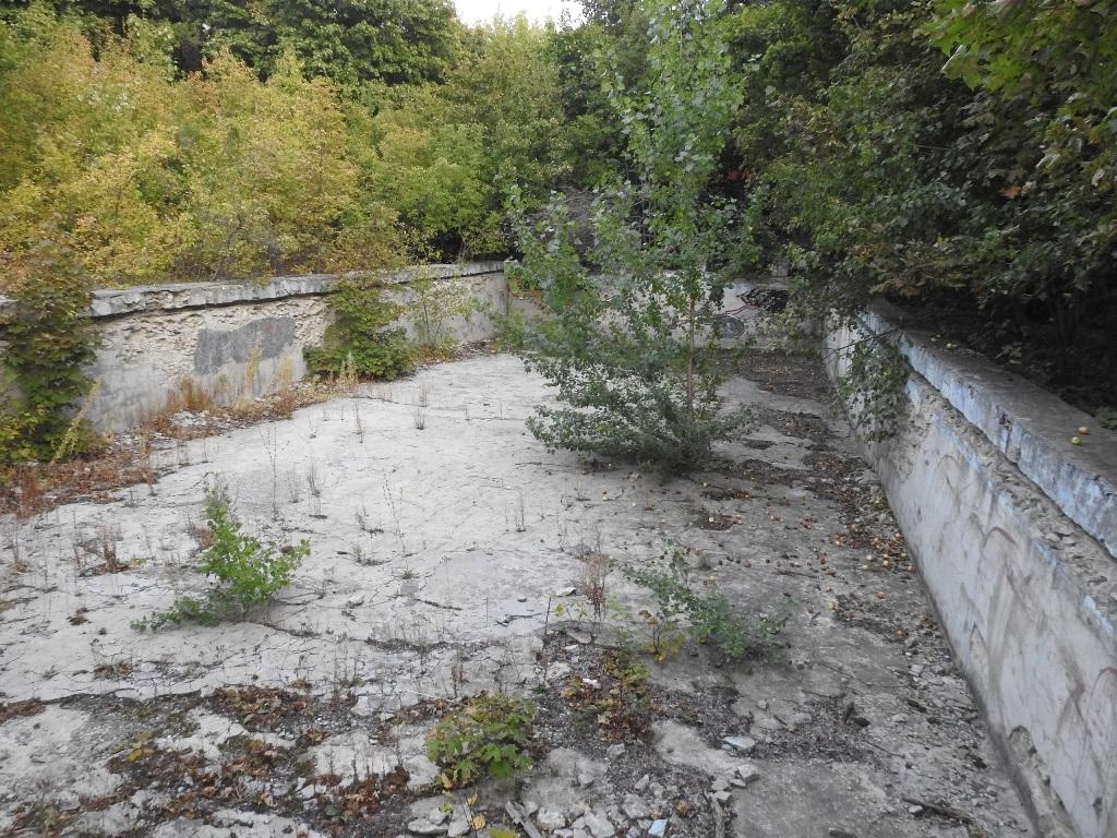Заброшенный бассейн