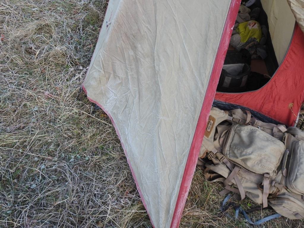 Иней на тенте палатки