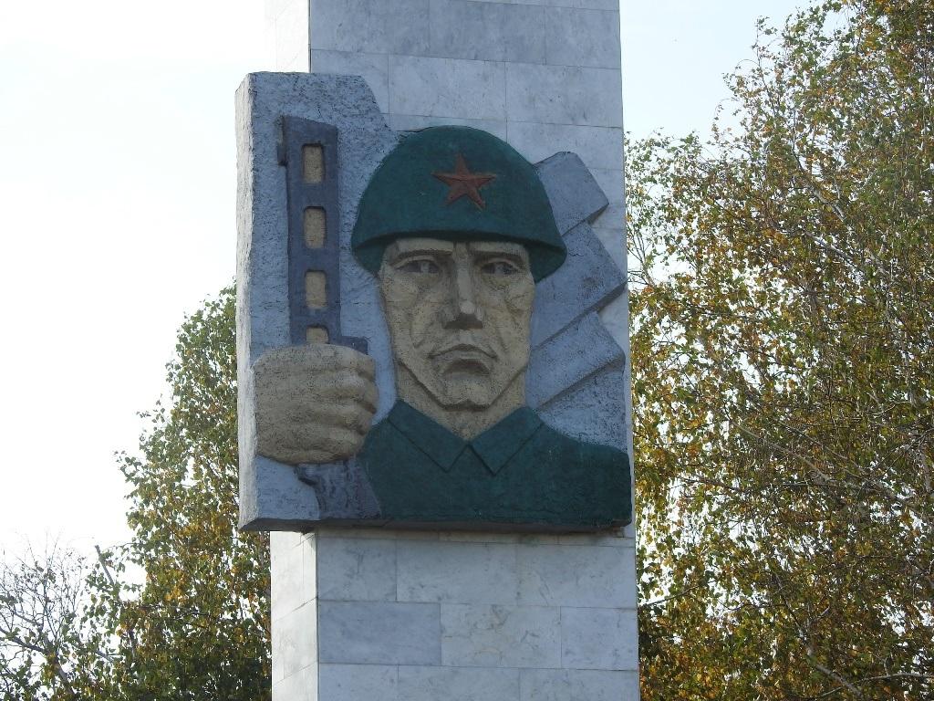 Памятник ВОВ Донгуз
