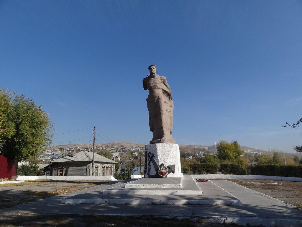 Памятник героем флотилии Вольск