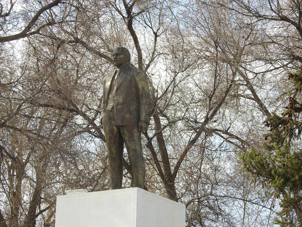 Памятник Ленину в Степном