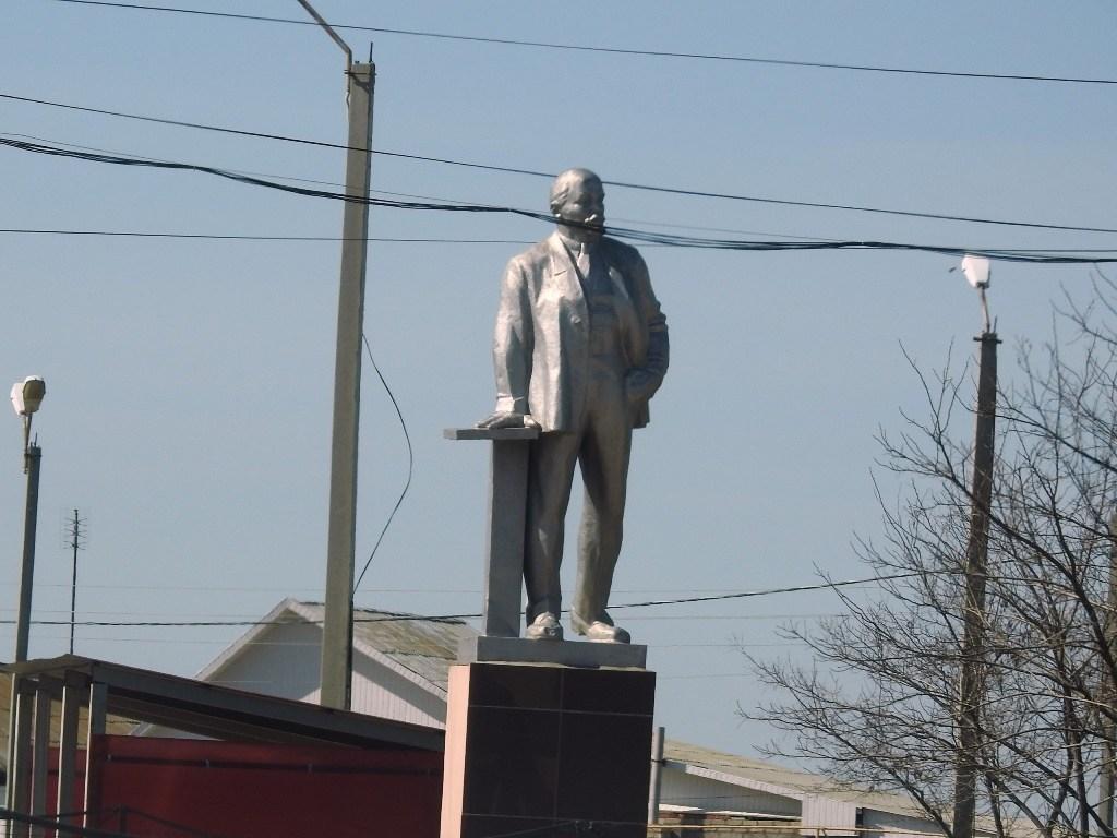 Памятник Ленину в Новой Полтавке