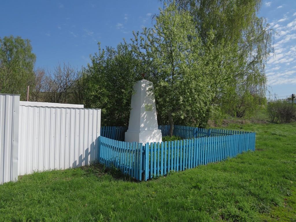 Памятник в селе Лох