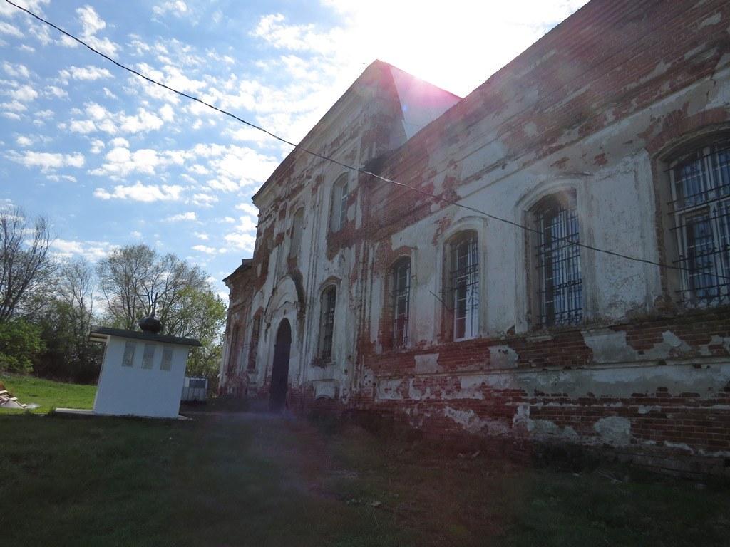 Церковь заброшенная в Лохе