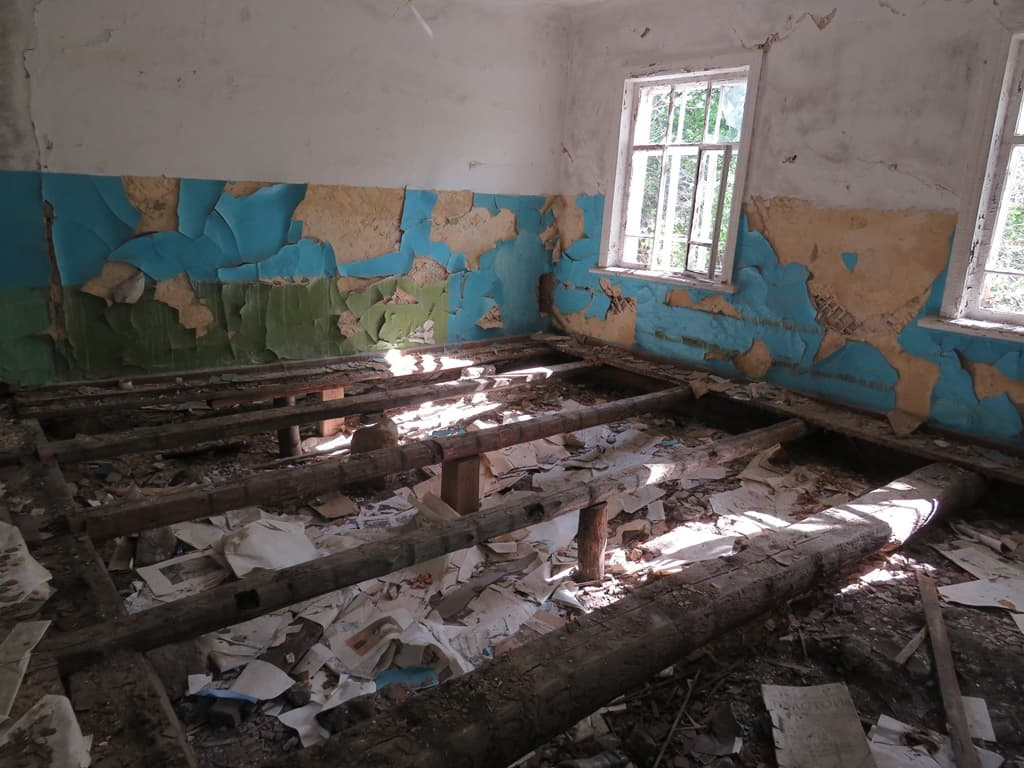 Заброшенная школа Красная Речка