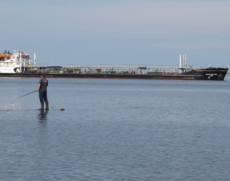 Рыбак на воде