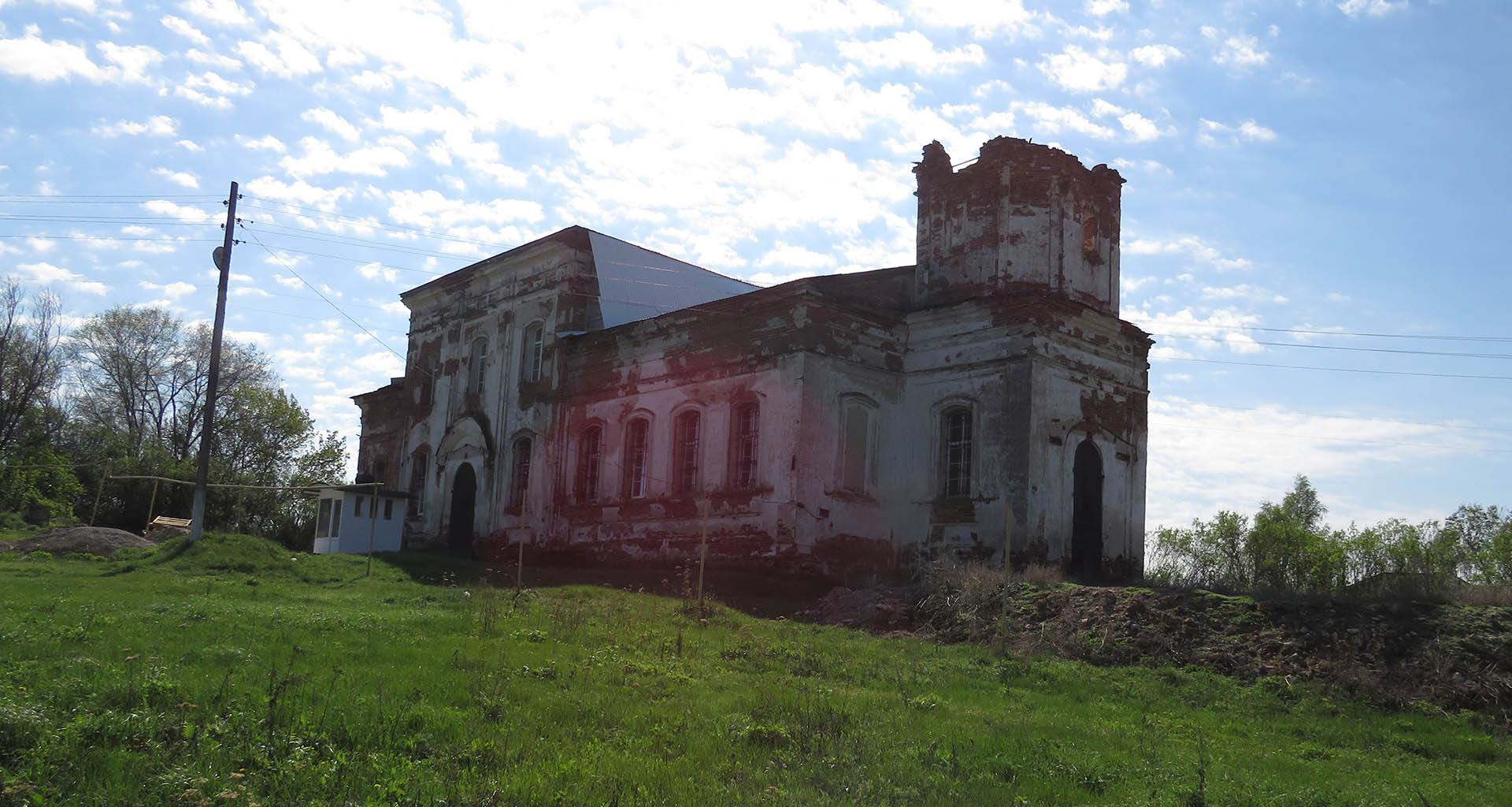 Храм в селе Лох