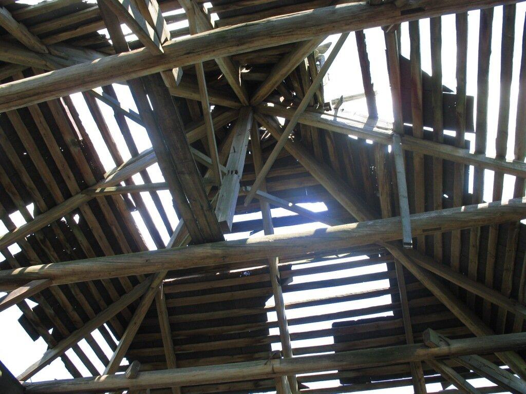 Крыша деревянной церкви