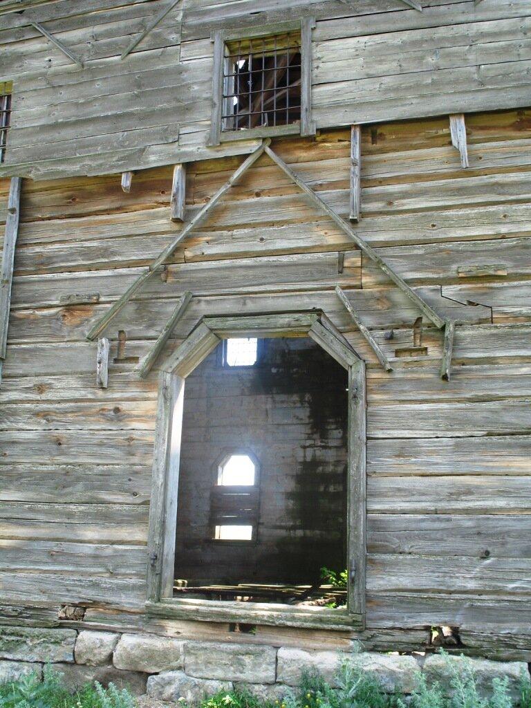 Деревянная церковь вход