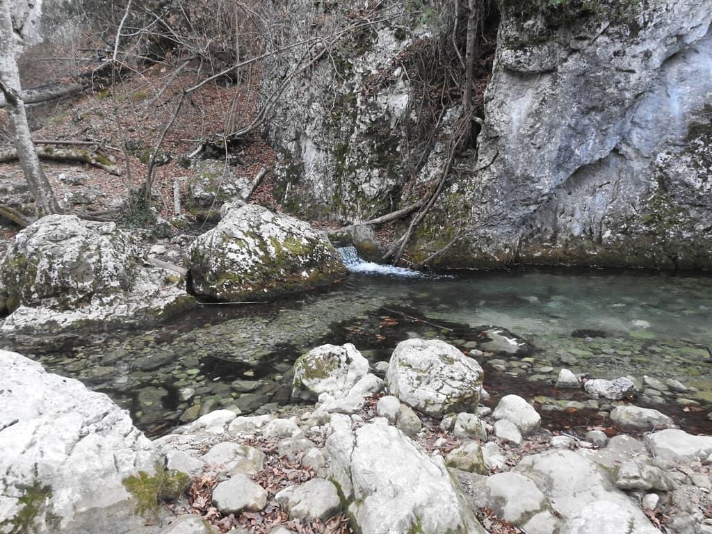 Прозрачная вода Большой Каньон Крыма