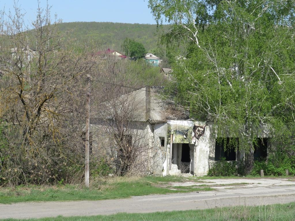 Заброшенное здание село Лох