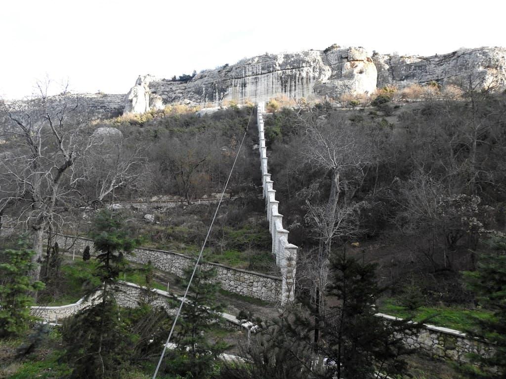 Стена Успенского монастыря