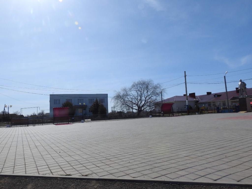 Новая Полтавка площадь