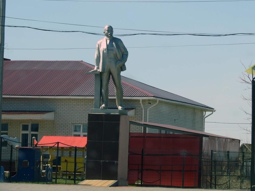 Памятник Ленину Новая Полтавка