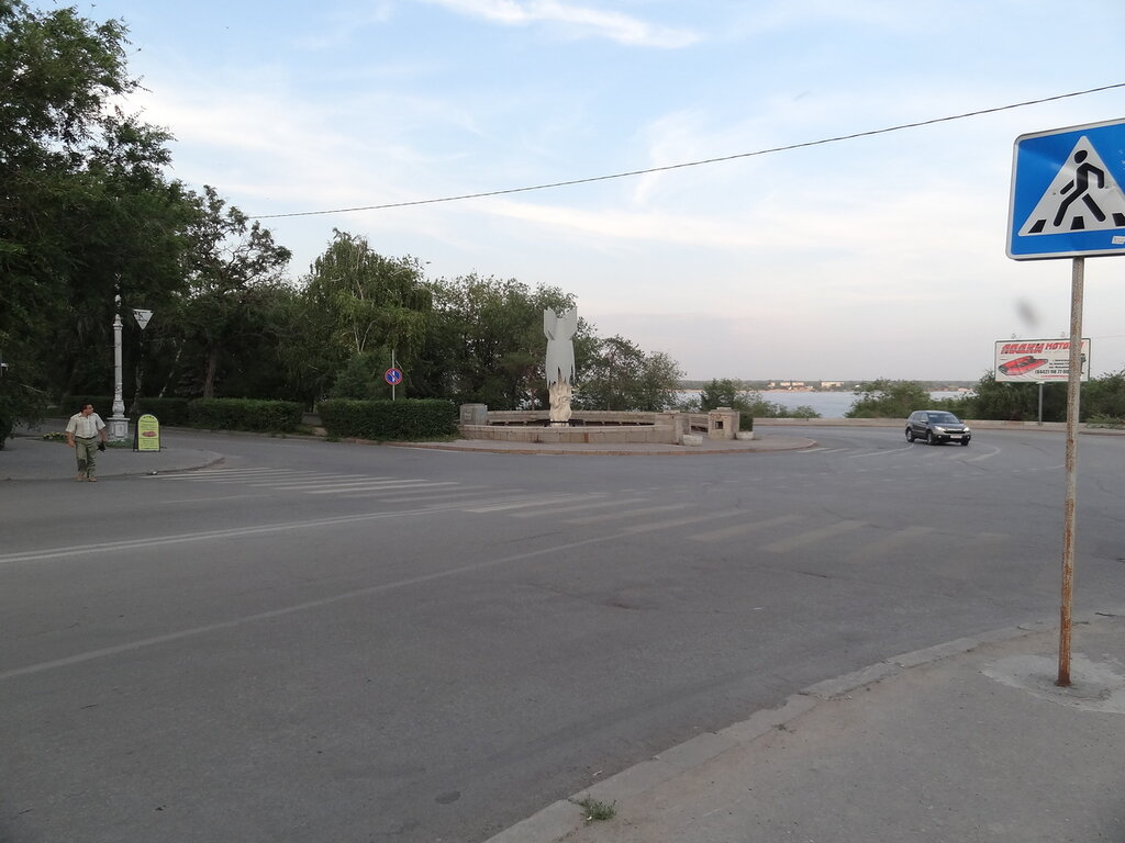 Памятник жертвам бомбардировок Сталинграда во время ВОВ