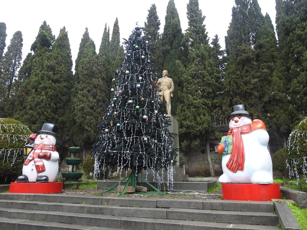 Новогодняя ёлка и Ленин