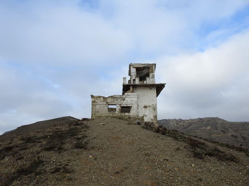 Руины радиорубки Мыс Меганом