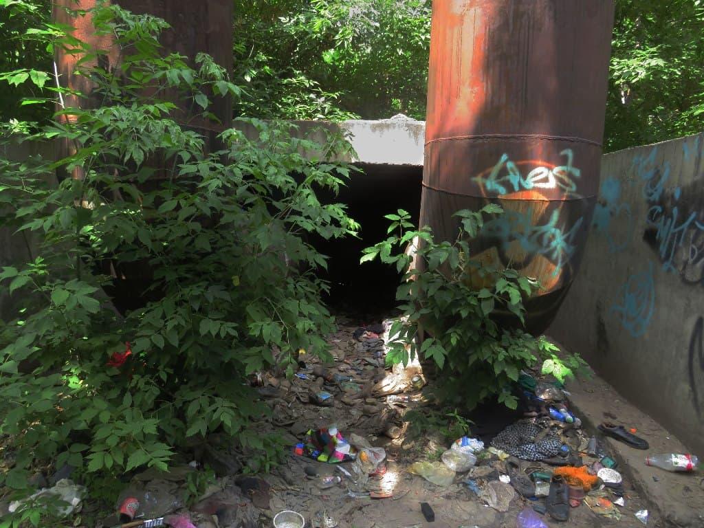 Теплотрасса и мусор