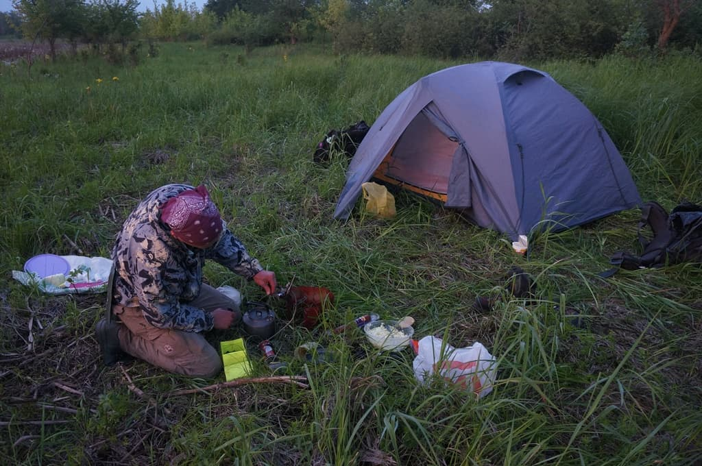 Палатка на болотах