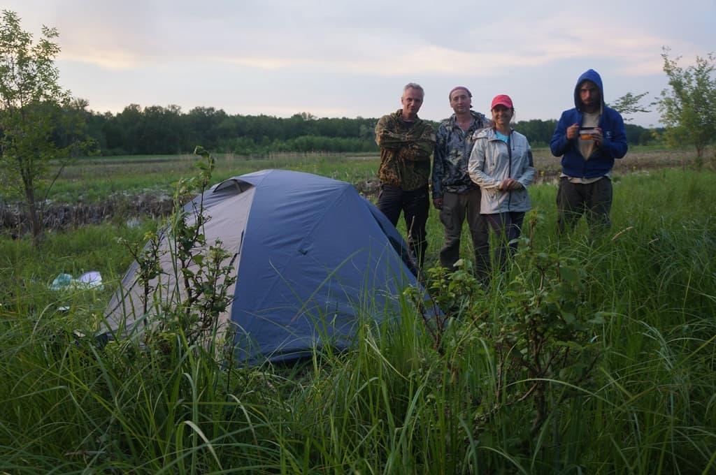 У палатки