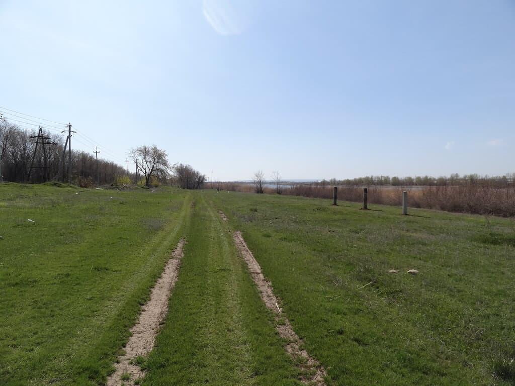 Дорога вдоль протоки Пухлой