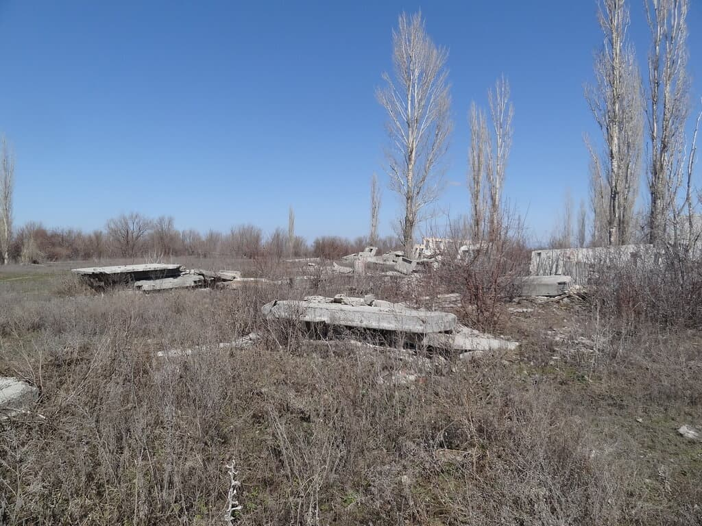 """Руины лагеря """"Спутник"""""""