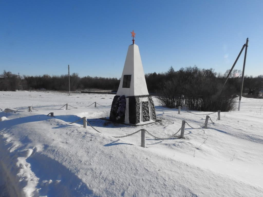 Памятник ВОВ Урицкое