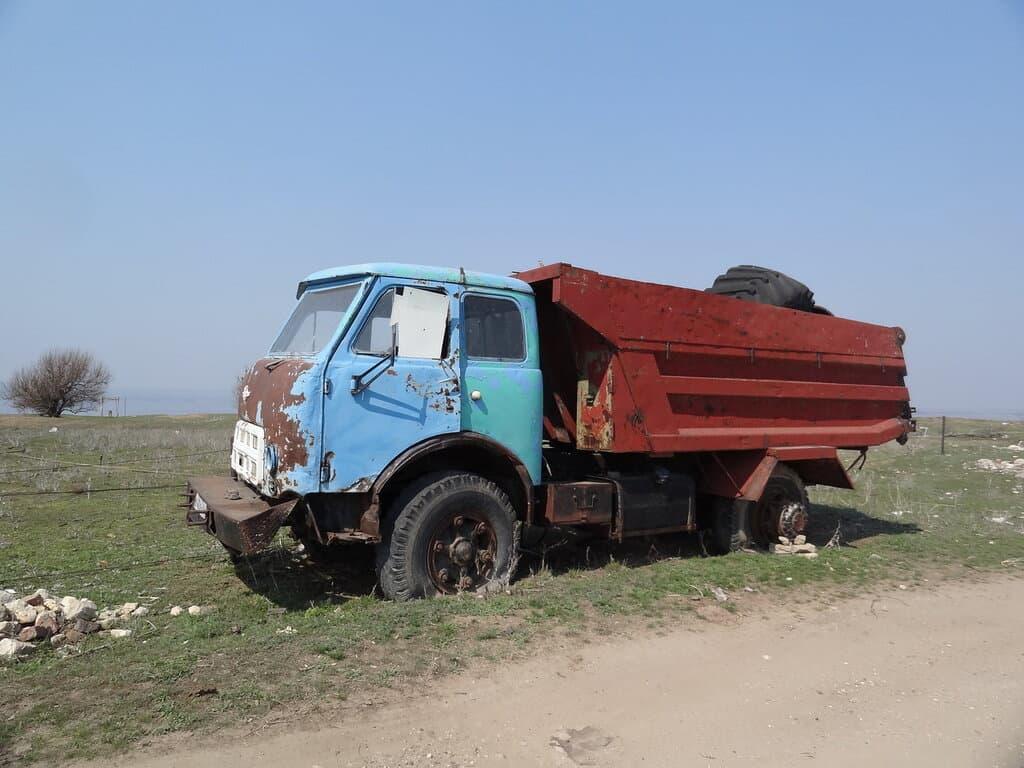 Старый грузовой транспорт