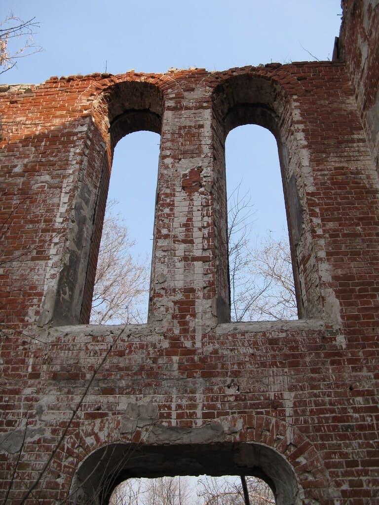 Окна руин