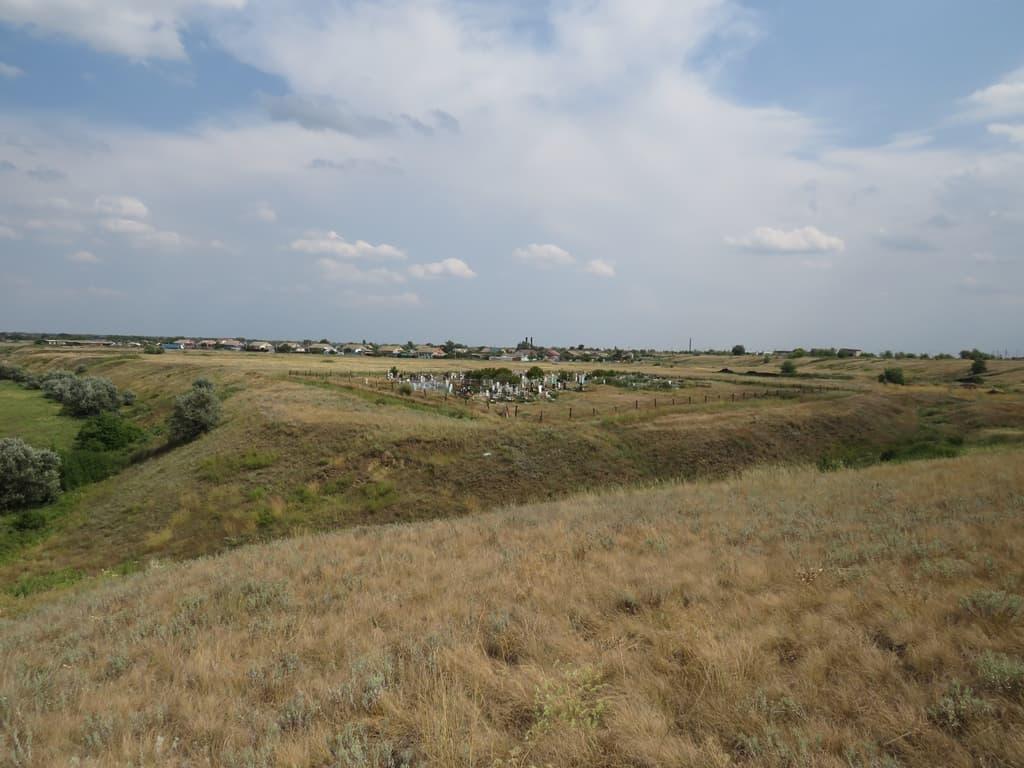 Кладбище на окраине села