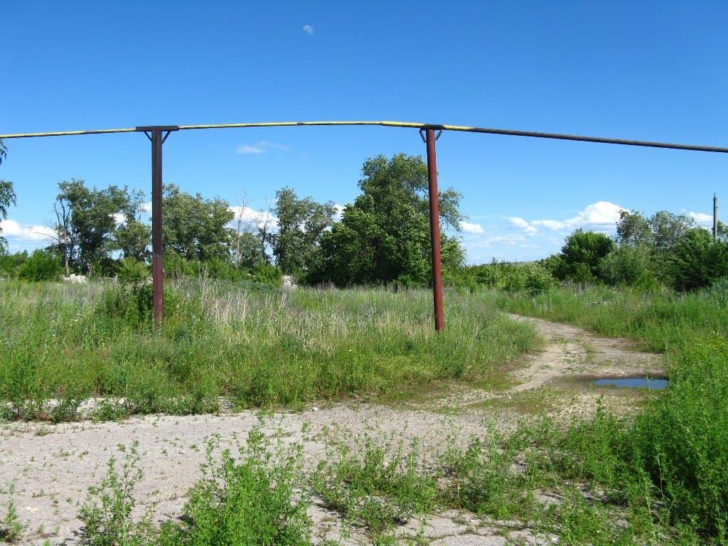 Газовая труба в поселке